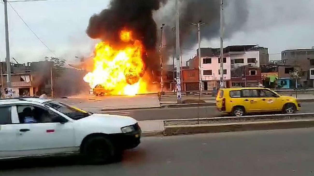 Imágenes de la deflagración tras fuga de gas de un camión cisterna en Villa El Salvador [FOTOS]